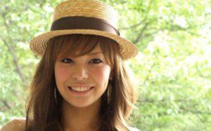 小島よしおの嫁、小松愛唯は出たがりで男好き?