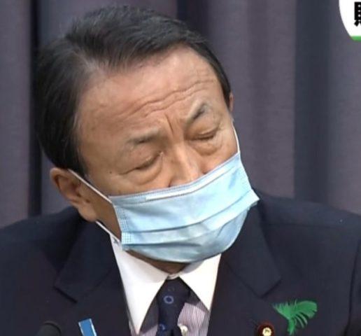 麻生太郎のマスクが裏表逆!なぜ反対にする?