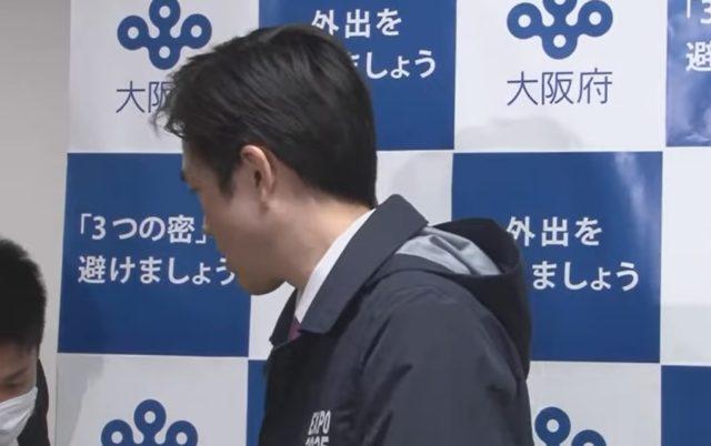 吉村洋文知事のミズノのジャケットはフード付き