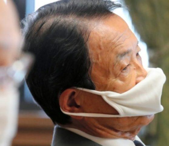 麻生太郎の変なマスク