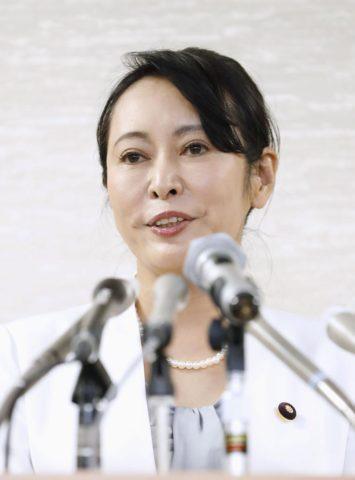 森雅子大臣は整形!?「二重の目が不自然」や「口裂け女の声」