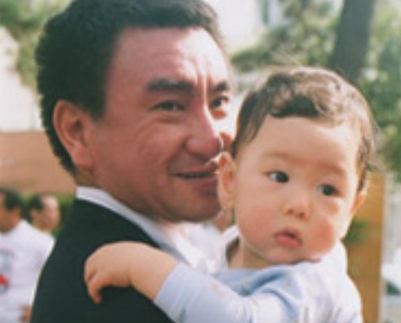 河野太郎の子供は一人息子の一平くん!年齢や顔画像は?