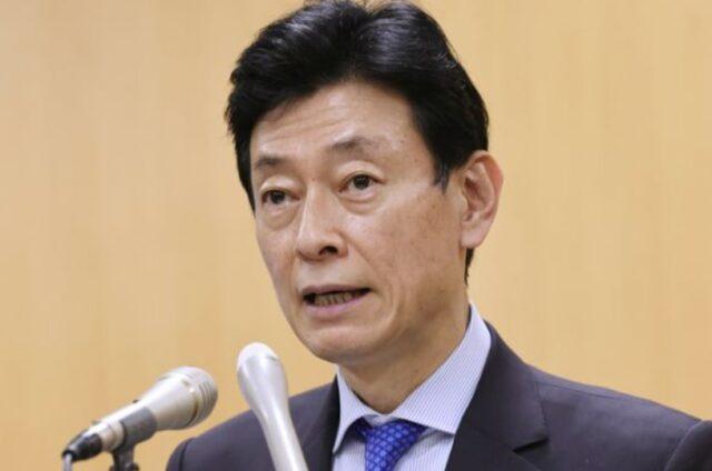 西村大臣のにやけ顔は口元が原因?ヘラヘラ笑い顔や斜視が気になる!【画像】